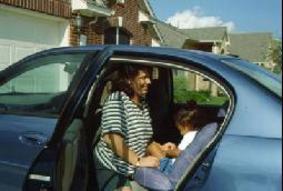 حافظ على سلامة أطفالك في السيارة
