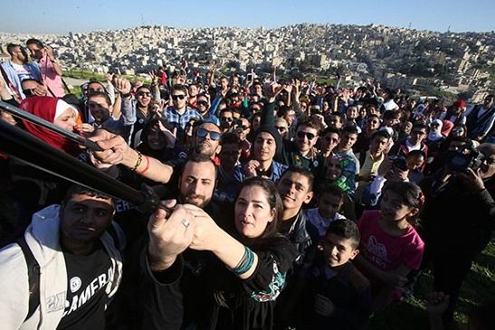 دولة الأردن تحصل على رقم قياسي لأكبر صورة سيلفي في العالم