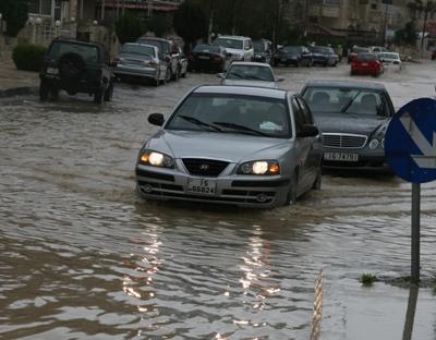 حذر موقع طقس العرب اليوم 16/11/2014 بداية هطول الأمطار في المملكة الاردنية الهاشمية