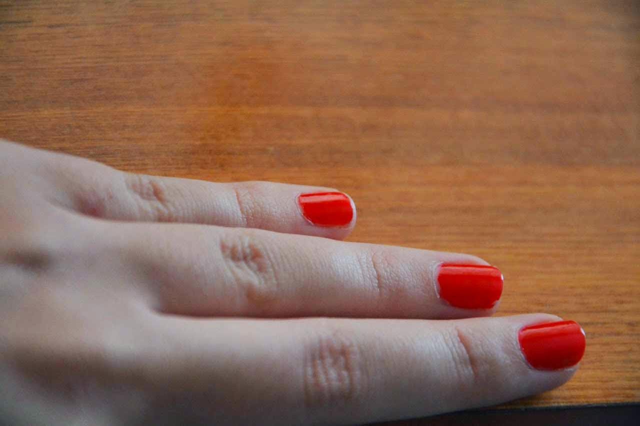 الطريقة الصحيحة لإزالة طلاء الأظافر الجليتر , خطوات إزالة طلاء الأظافر الجليتر