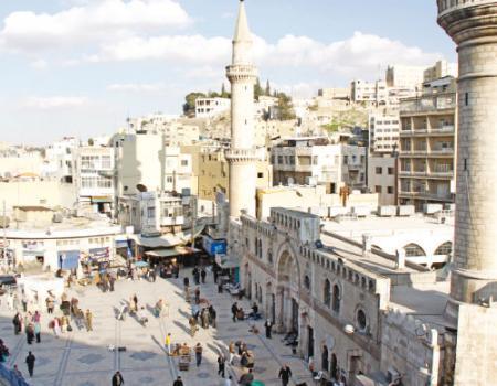 الجامع الحسيني الكبير احتضن مصليات التراويح منذ الثلاثينات