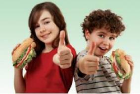 الإكثار من تناول الهامبرغر يصيب الأطفال بالربو