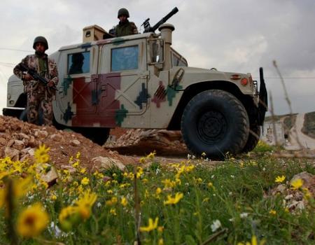 قوات حرس الحدود الاردنية تستقبل 117 لاجئا سوريا