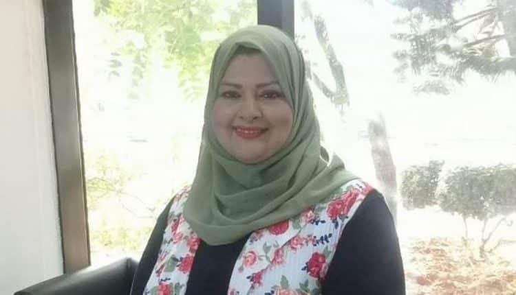 الإعلامية المصرية منى أبو شنب تثير ضجة اضربوا زوجاتكم بالحذاء