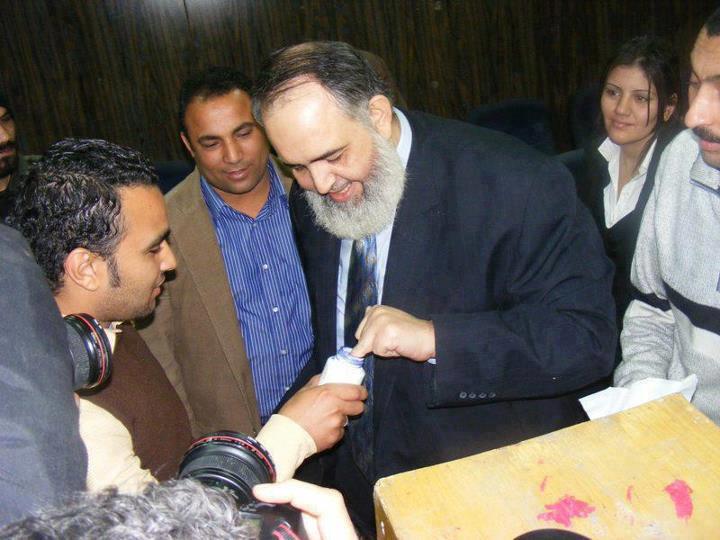 صوره الشيخ حازم صلاح ابو اسماعيل اثناء التصويت في الانتخابات 24/5/2012