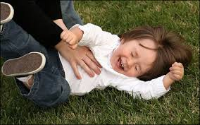 دغدغة الاطفال و اثرها, سر حدوث الدغدغة, اثر الدغدغة علي تربية الطفل