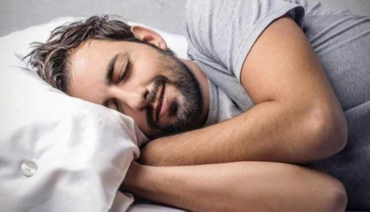 الكلام أثناء النوم وماذا يعني ذلك , لماذا يتكلم البعض أثناء النوم