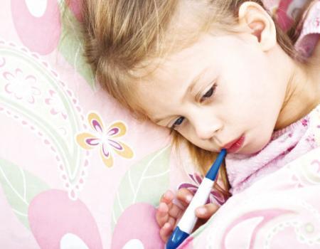 طرق لعلاج ارتفاع الحرارة عند طفلك
