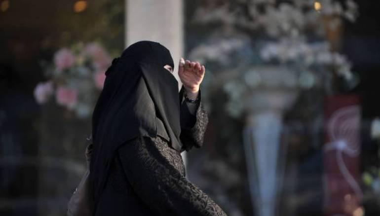 بدء أول انتخابات بلدية السعودية تشارك فيها النساء