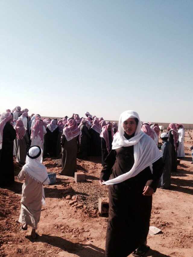 صور جنازة وتشييع حثمان طفل تبوك المطعون متعب الحويطي في جامع الدعوة بتبوك