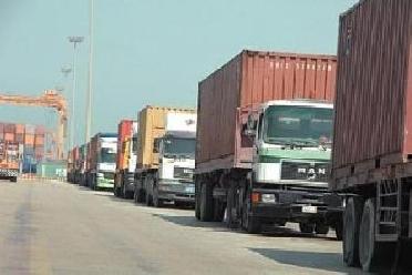 اضراب الشاحنات في العقبة - 44 ألف طن مواد غذائية عالقة بميناء العقبة بسبب إضراب أصحاب الشاحنات