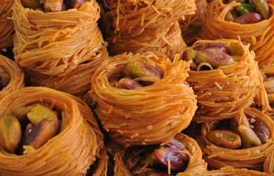اجمل انواع الحلويات المعروفة في بلاد الشام , شاميات شهية , صحن بقلاوة, كنافة, جلاش