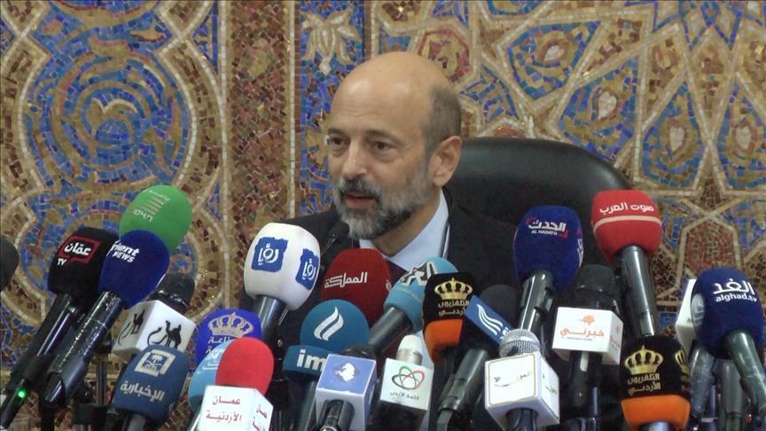 رئيس الوزراء عمر الرزاز لم أهدد ولم أفكر بالاستقالة