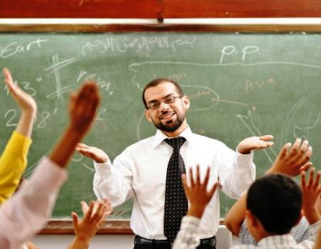 يجب تحسين مهارات التدريس لدى المعلمين في الجامعات و المدارس