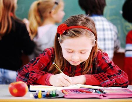 مساعدة طفلك في أداء الواجبات المدرسية اليكي نصائح علمية
