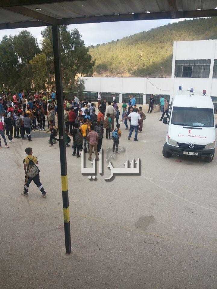 صور معلم يضرب طالب في منطقة حساسة يفقده الوعي ابوعلندا