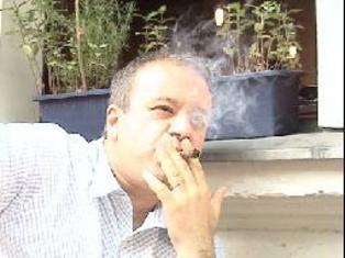 التدخين يزيد احتمالات الإصابة بمرض خطير في العين