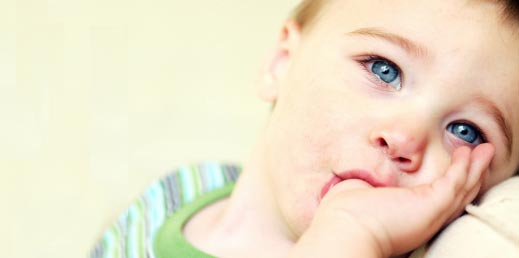 مص الابهام عند الاطفال - الاثار السلبية لعادة مص الابهام عند الطفل- علاج مص الابهام للاطفال