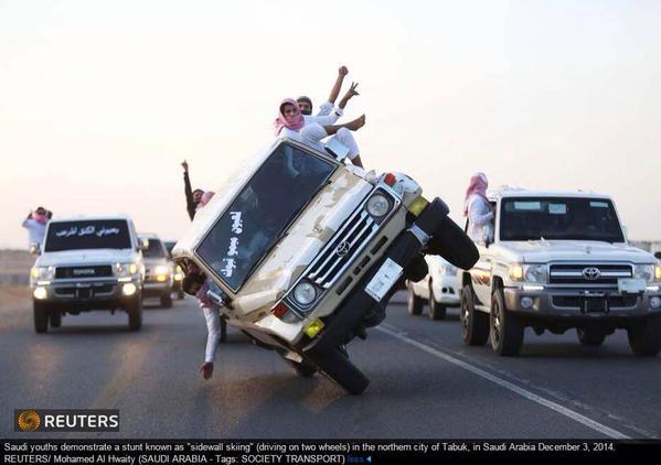 صورة تبوك المثيرة فى صحيفة واشنطن بوست القيادة على عجلتين فقط
