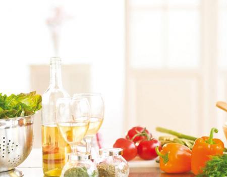 ترك الطعام على أسطح المطابخ يمكن أن يؤدي إلى الإفراط في تناول الطعام