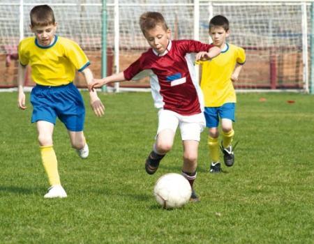 تسوس الأسنان يؤثر على أداء لاعب كرة القدم