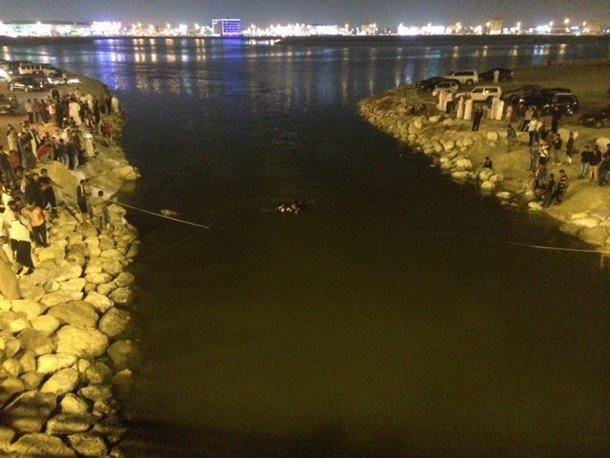 صور سقوط سيارة ببحيرة الدمام , عدد قتلى ومصابين سقوط سيارة ببحيرة الدمام