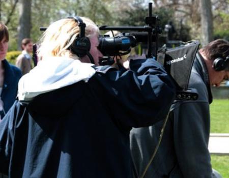 هل ينصف الإعلام المرأة مقارنة بالرجل