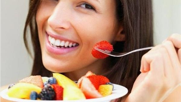 تناول الفاكهة في الليل يسلب النوم من العين