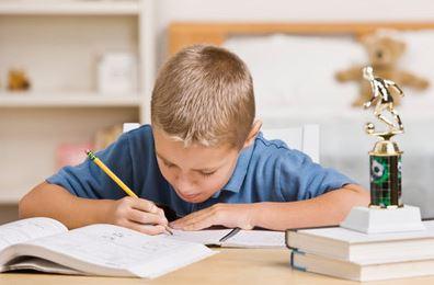 الصوت العالي و المذاكرة - مذاكرتك مع طفلك بصوت عالي تقوي ذاكرته