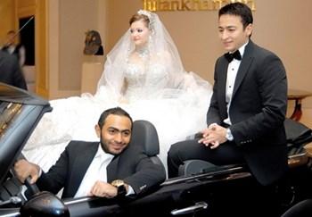 صور حمادة هلال وزوجته , تامر حسني يقود سيارة الزفاف لحمادة هلال