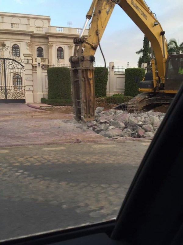 صور ازاله تعديات صبحي بترجي , بالفيديو إزالة مدخل قصر المهندس صبحي بترجي