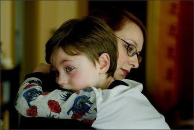 كيفية التعامل مع الطفل المعاق و التعامل مع عصبيته